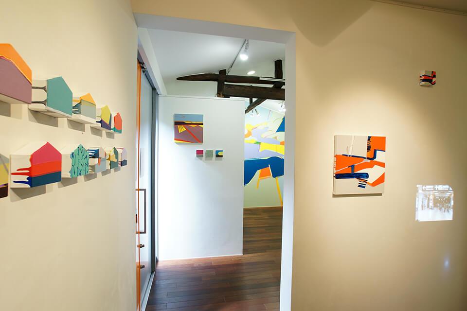 「悲しいほどお天気」<br /> 2011<br /> Exhibition site view<br /> Gallery OUT of PLACE NARA