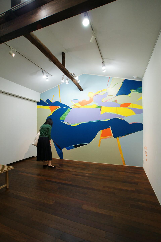 「悲しいほどお天気」<br /> 2011<br /> 240×150cm<br /> acrylic direct on wall<br /> Gallery OUT of PLACE NARA