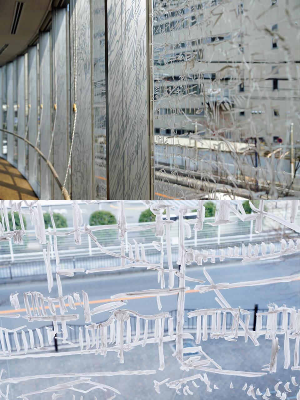 「BEYOND~コチラとムコウ in 茨木~ 」2014<br /> 2階吹き抜け 2500×450cm detail<br /> 施設内の4カ所、計20数枚の窓ガラスに直接ドローイング<br /> lacquer marker direct on window<br /> 茨木市立生涯学習センターきらめき/大阪
