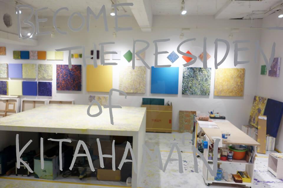 「中島麦 BECOME THE RESIDENT of KITAHAMA N BLDG. produced by infix」<br /> 2014/08<br /> 公開制作の様子/Exhibition site view<br /> ずいぶん色が入ってきました。<br /> 作品制作の場としてKITAHAMA N BLDG.の地下空間を1ヶ月使用、その後もひと月に渡り作品を展示。過程、痕跡、そこで生まれたものをすべて公開した出張アトリエプロジェクト。<br /> KITAHAMA N BLDG. 地下/大阪