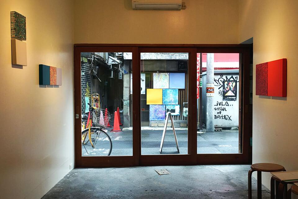 「カオスモス ペインティング~chaosmos painting」<br /> 2015<br /> Exhibition site view<br /> ギャラリー編・かのこ/大阪