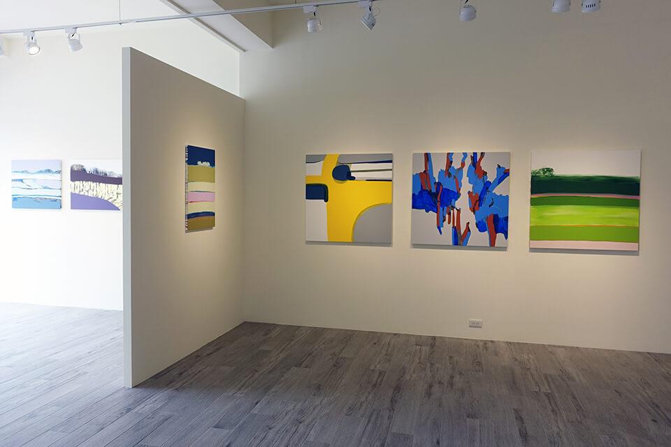 「The Faraway Moment/遙遠的當下」<br /> 2016<br /> Exhibition site view<br /> 2011~2013年制作の「僕は毎晩、2時間旅をする」「wandering」シリーズよりセレクト。<br /> MuMu Gallery・木木藝術/台湾・台南