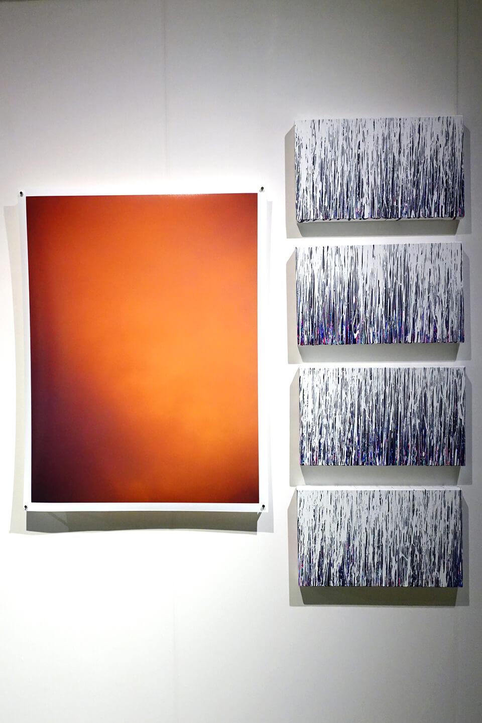 [左]大洲 大作 氏「夏の光Ⅱ」<br /> <br /> [右]「WM- RGB」<br /> 2016<br /> 27.3×45.5×4cm<br /> acrylic on canvas