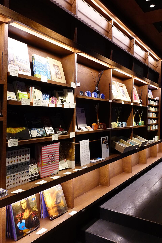 中島麦がセレクトした本も同時販売。<br /> 個々にひと言レコメンド付き。