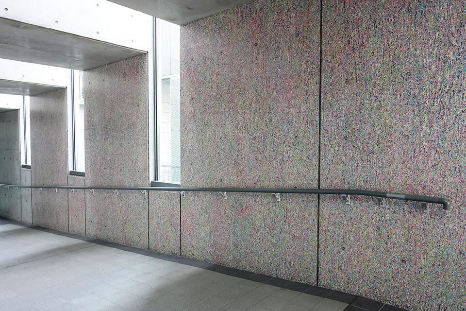 「WM」<br /> 2016-17<br /> acrylic direct on wall<br /> 茨木市役所 本館・南館1階 連絡通路/大阪