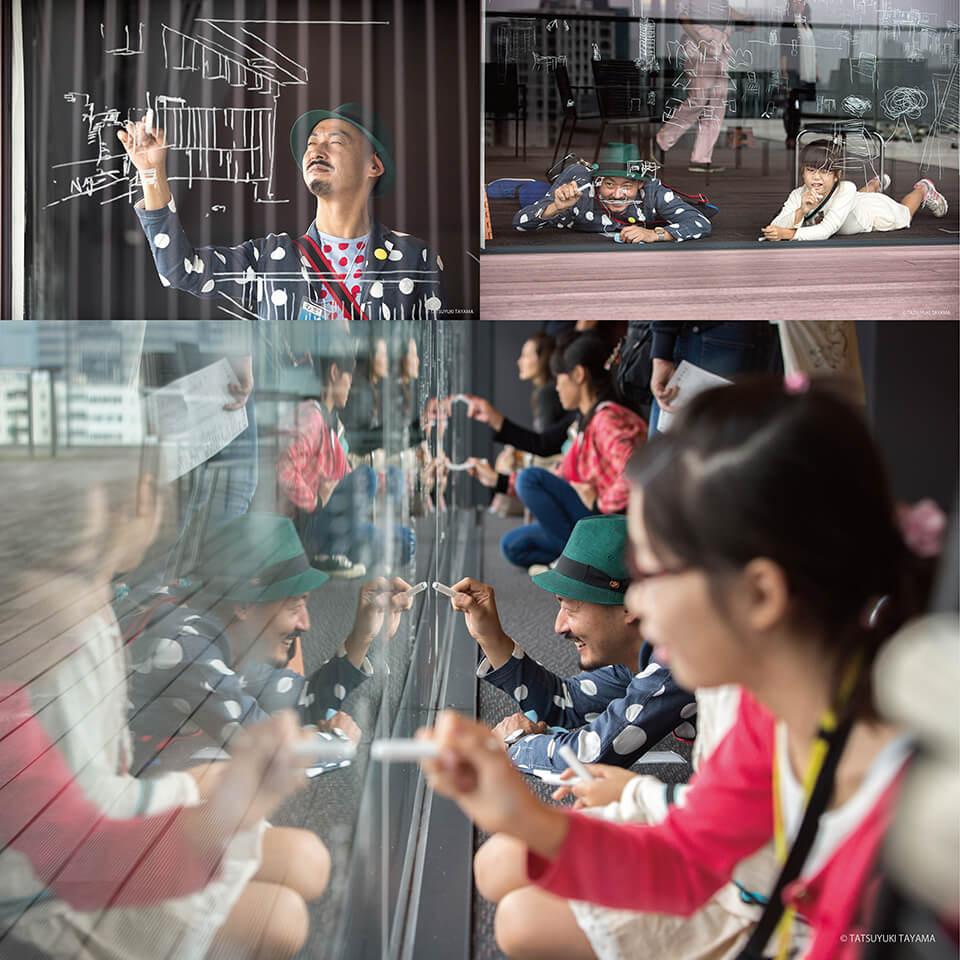 「コチラとムコウ in サントリー美術館」<br /> 2016<br /> 窓のムコウ側に見える景色を、コチラ側の窓ガラスに特殊なマーカーで描くワークショップ<br /> サントリー美術館/東京<br /> [六本木アートナイト]