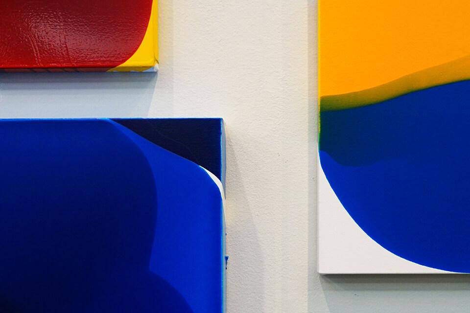 「VOCA展2019」<br /> 2019<br /> 「luminous dropping」<br /> 41×41×4cm~100×100×10cm detail<br /> 作品制作:2018<br /> acrylic on canvas<br /> 上野の森美術館/東京