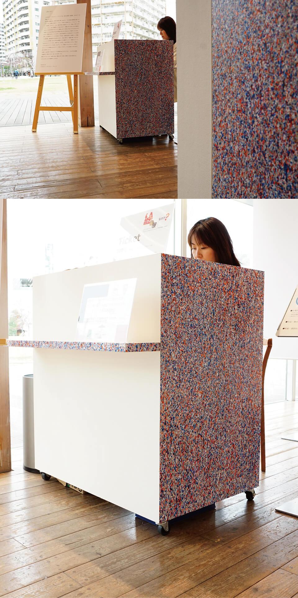 「絵画展…なのか?」<br /> 2019<br /> Exhibition site view<br /> <br /> 「WM-atlia counter」<br /> 2019<br /> 99.8×90×75cm<br /> acrylic direct on ticketing counter<br /> 川口市立ギャラリー・アトリア/埼玉